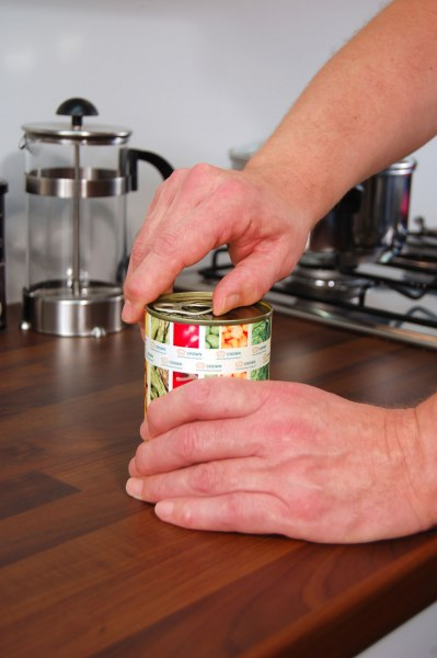 Opening a food can with Easylift®